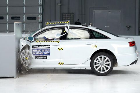 2016 Audi A6 + BMW 5 small overlap IIHS crash test