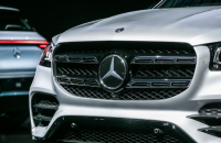China's BAIC buys 5% Daimler stake to cement alliance