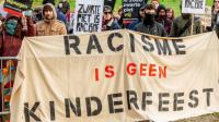 [2019.11.16] Zwarte Pieten zwaaien naar demonstranten